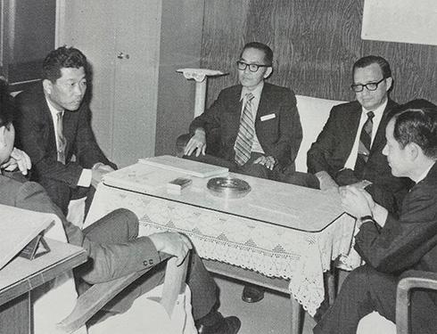 1966年 当社を訪れたUTC社ソーンバーグ副社長