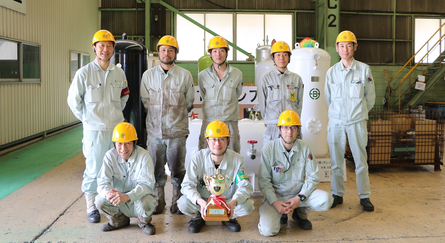 座談会後のチーム代表6名と林社長(後列左端)、十川主任(後列右端)